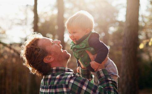 女子让儿子停课晒太阳 怎么晒太阳最健康 晒太阳的科学方法