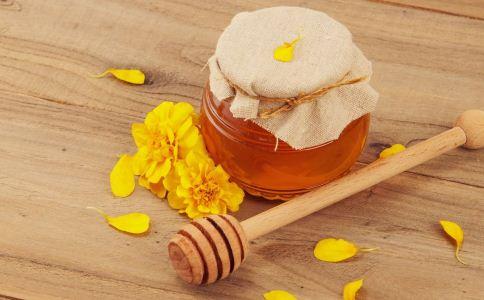 喝蜂蜜水的功效与作用 喝蜂蜜水有什么作用 什么时候喝蜂蜜水最好