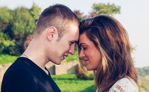 怎么判断男人是否爱你 男人爱你的表现有哪些 男人爱你的举动