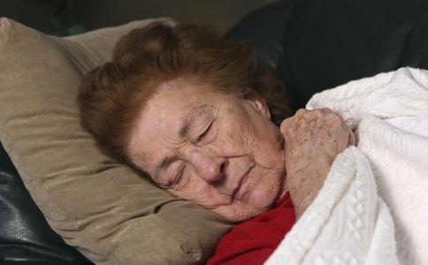 老人出现血栓的征兆有哪些 老人出现血栓有什么征兆 老人出现血栓会怎么样