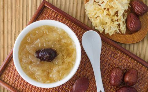 红枣银耳汤的热量有多少 红枣银耳汤能减肥吗 红枣银耳汤什么时候喝最好