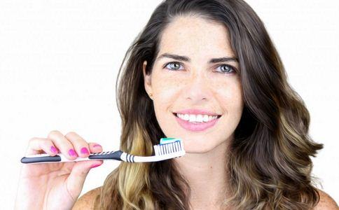 姑娘把22颗牙刷坏 如何保护牙齿 保护牙齿的方法