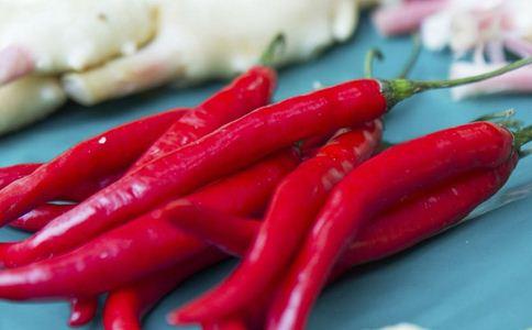 男子吃辣椒报警求救 辣椒吃多的危害有哪些 辣椒吃多有什么危害