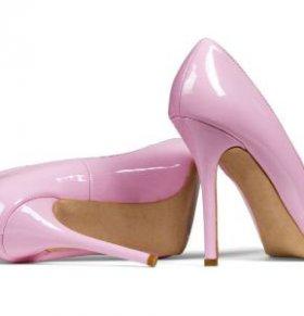 女人穿高跟鞋的危害有哪些 高跟鞋怎么穿不会伤身 高跟鞋该怎么穿好