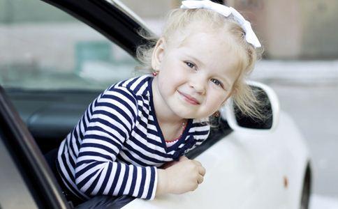 宝宝乘车注意什么 宝宝乘车注意事项 宝宝乘车的安全隐患