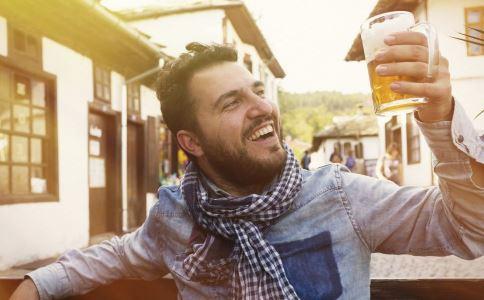 喝酒后头疼怎么办 缓解酒后头疼的方法有哪些 喝酒后如何预防头疼