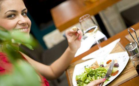 美女一顿饭增重12斤 美女增重12斤 一顿饭增重12斤