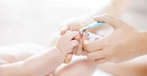 如何给宝宝剪指甲 多久给宝宝剪一次指甲 给宝宝剪指甲要注意什么