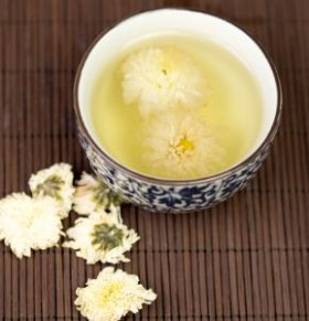 喝菊花茶的功效与作用 菊花茶的功效与作用有哪些 喝菊花茶的注意事项