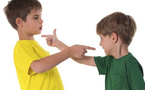 两个孩子经常打架怎么办 两孩教育方法 孩子打架怎么办