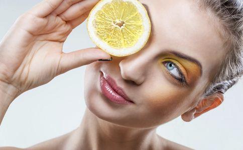 如何消除口腔异味 消除口腔异味的食物 哪些食物消除口腔异味