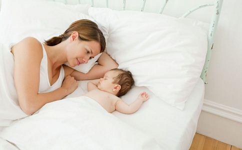 孕妈坐月子躺出脑血栓 如何坐月子 坐月子的方法