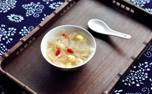 女人吃银耳红枣汤好吗 银耳红枣汤有什么好处 女人喝银耳红枣汤的好处