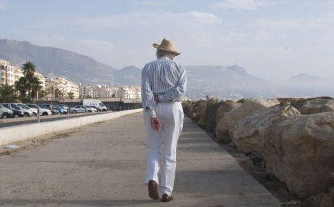 老人散步的好处 老人怎么散步 老人怎么散步才健康