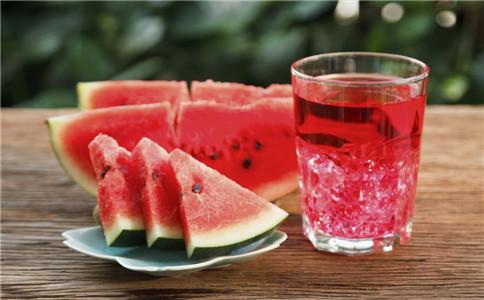 怎么自制西瓜汁 喝西瓜汁有什么好处 喝多西瓜汁会怎样