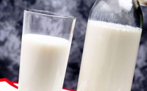老人喝牛奶补钙不可以过量
