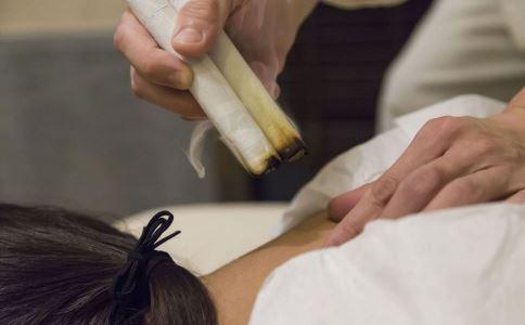 艾灸出水泡怎么回事 艾灸出水泡怎么办 艾灸会有副作用吗