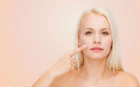 """为什么会有黑头 消除""""草莓鼻""""黑头的方法 美容护肤 图1"""