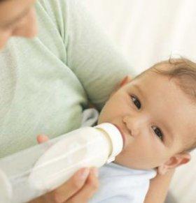 如何给宝宝转奶 宝宝转奶的正确方法 母乳如何转奶粉