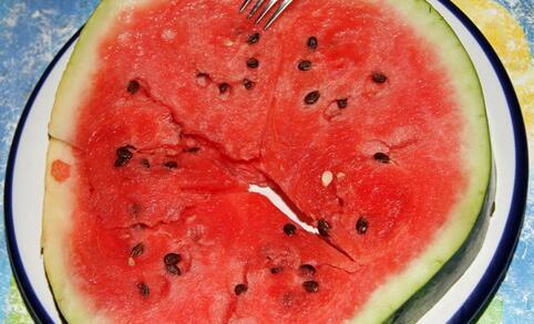 导致口腔溃疡的原因 什么原因导致口腔溃疡 口腔溃疡吃什么水果