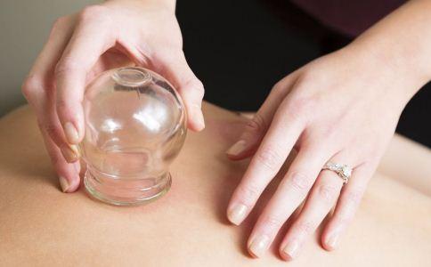 拔罐时为什么会有水珠 拔罐时为什么会有水泡 拔罐内的水泡是什么