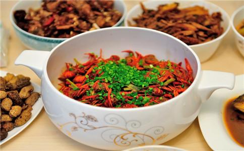 怎么吃小龙虾 小龙虾的做法 吃小龙虾的注意事项