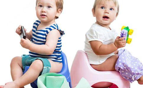 宝宝转奶粉便秘怎么办 如何给宝宝转奶粉 宝宝转奶粉便秘的原因