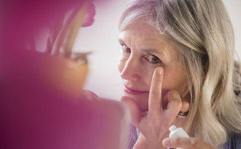 哪些行为会导致女性加速衰老 女人该怎么保持年轻 女人怎么防止衰老
