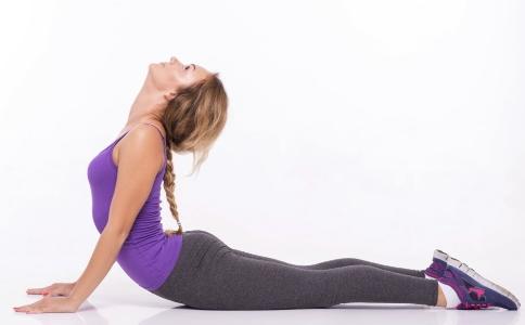 瘦腿动作有哪些 夏天如何快速瘦腿 快速瘦腿的动作有哪些