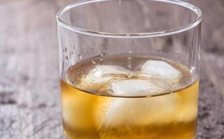 印尼假酒中毒致死事件 这么辨别真假酒
