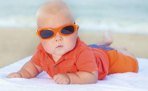 夏季宝宝晒太阳注意事项 夏天宝宝如何晒太阳 宝宝晒太阳的好处