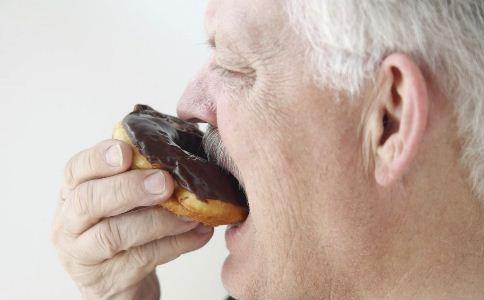 老人可以吃巧克力吗 老人吃巧克力好吗 老人吃巧克力的好处