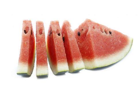 西瓜和桃一起吃会中毒 西瓜的饮食禁忌 西瓜不和哪些食物通吃