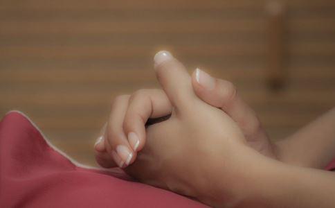 两手互相按摩有什么好处 两手互相按摩的方法 两手互相按摩的作用