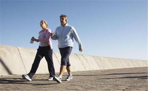 步行的好处有哪些 步行的注意事项 步行健身饮食安排
