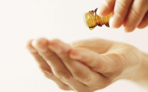 女人私处护理液怎么用 怎么挑选私处护理液 私处护理液该怎么用才好