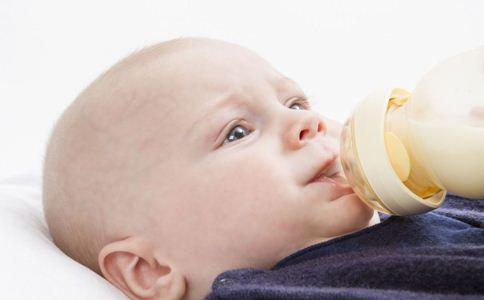 婴儿转奶方法 如何给宝宝转奶 宝宝转奶的方法