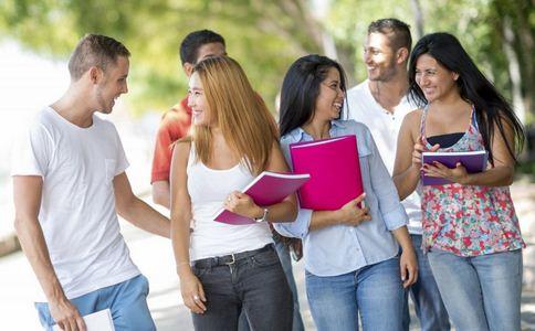 高三学生撒书解压 考前如何调整心态 考前调整心态的方法