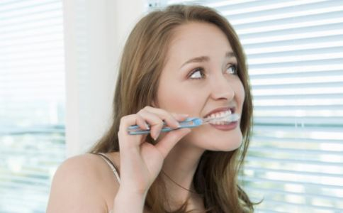 牙龈出血怎么办 如何治疗牙龈出血 牙龈出血怎么回事