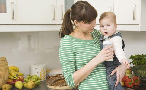 婴儿转奶发烧怎么办 婴儿转奶发烧怎么处理 如何正确给婴儿转奶