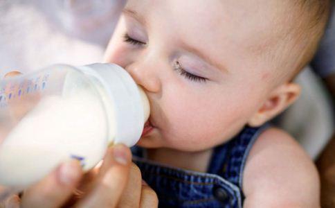 婴儿转奶注意事项 如何给婴儿转奶 宝宝转奶的正确方法