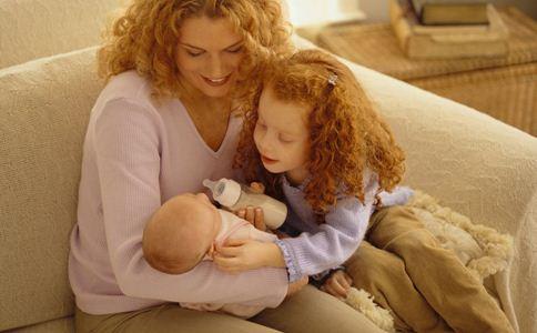 如何给婴儿转奶 宝宝转奶的方法 婴儿转奶注意事项