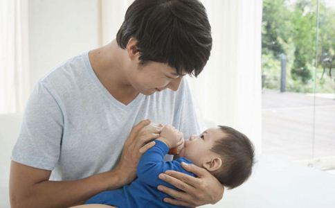 宝宝转奶的方法 宝宝如何正确转奶 宝宝转奶注意事项