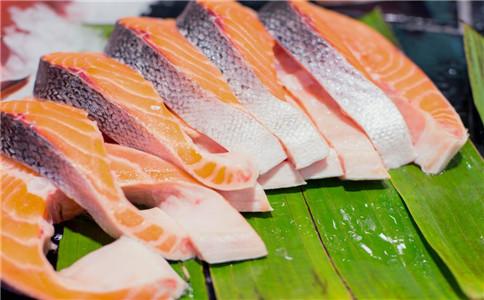 孩子吃三文鱼有什么好处 孩子怎么吃三文鱼 三文鱼的做法