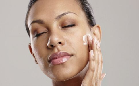 夏天如何选择护肤品 女人夏季怎么护肤 护肤方法有哪些