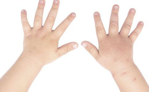 如何给宝宝剪指甲 给宝宝剪指甲注意什么 怎么给婴儿剪指甲