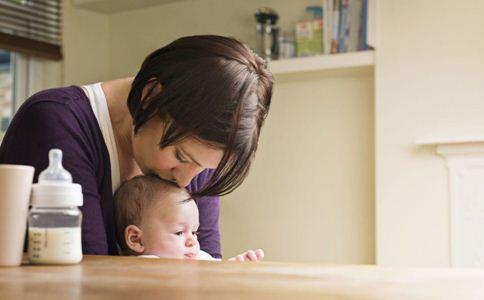 婴儿转奶拉肚子怎么办 转奶拉肚子的原因 宝宝转奶腹泻怎么办