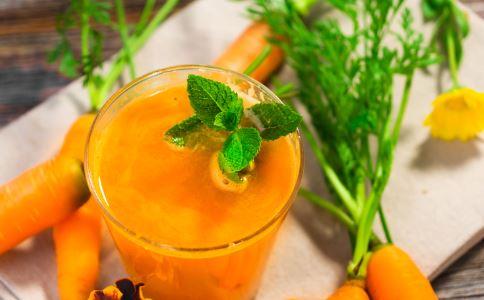 喝胡萝卜汁的好处 胡萝卜汁的功效 喝胡萝卜汁有什么好处