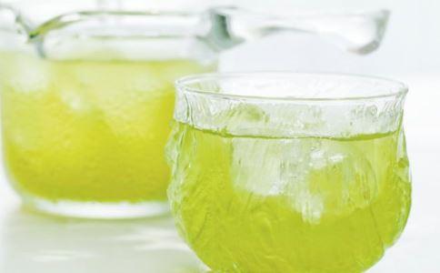 怎么自制柠檬水 喝柠檬水有什么功效 柠檬水什么时候喝