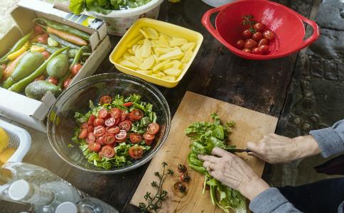 夏季养生要注意什么 夏季饮食要注意什么 夏季饮食注意事项